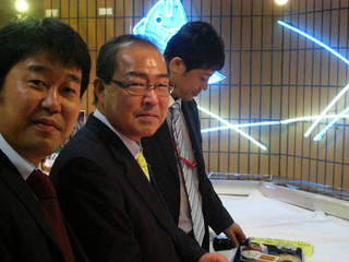 菊の司吉田さん、佐藤支店長と藤村係長.JPG